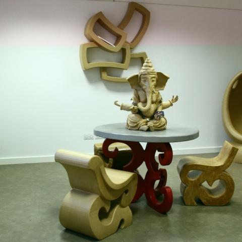 création et fabrication de mobilier et objets en carton