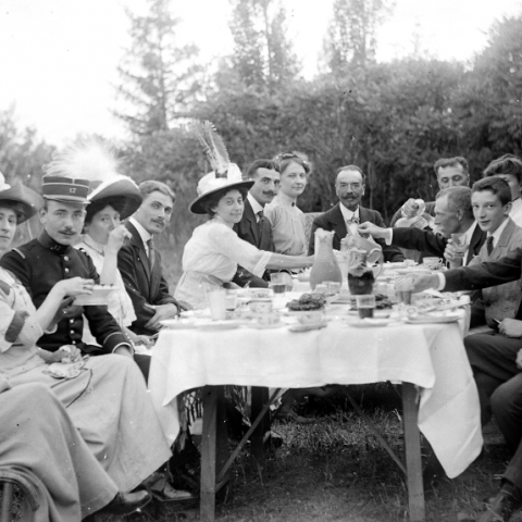 photo ancienne repas famille debut siecle