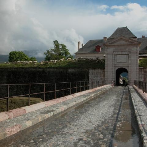 Porte Nord de Mont-dauphin, place forte Vauban classée au patrimoine mondial