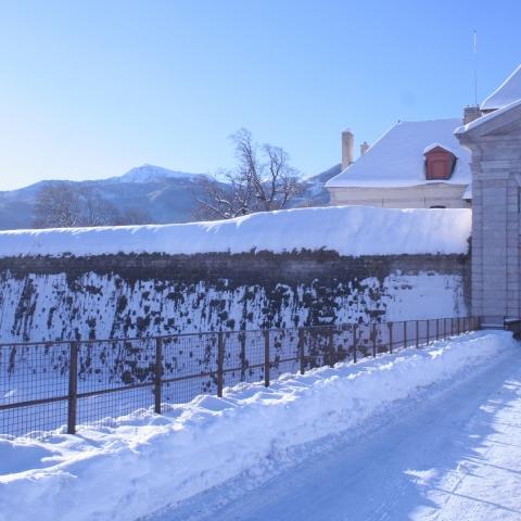 La porte Nord de la place forte de Mont-Dauphin en hiver